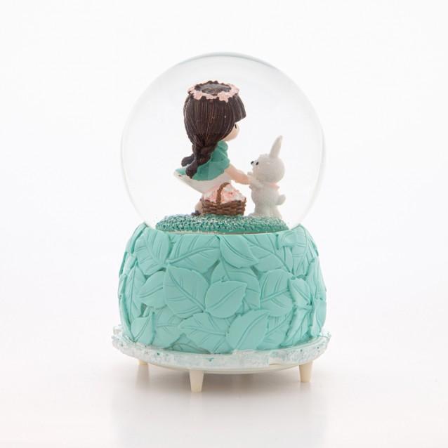 Tavşanla Oynayan Ayakta Duran Sevimli Kız Kar Küresi